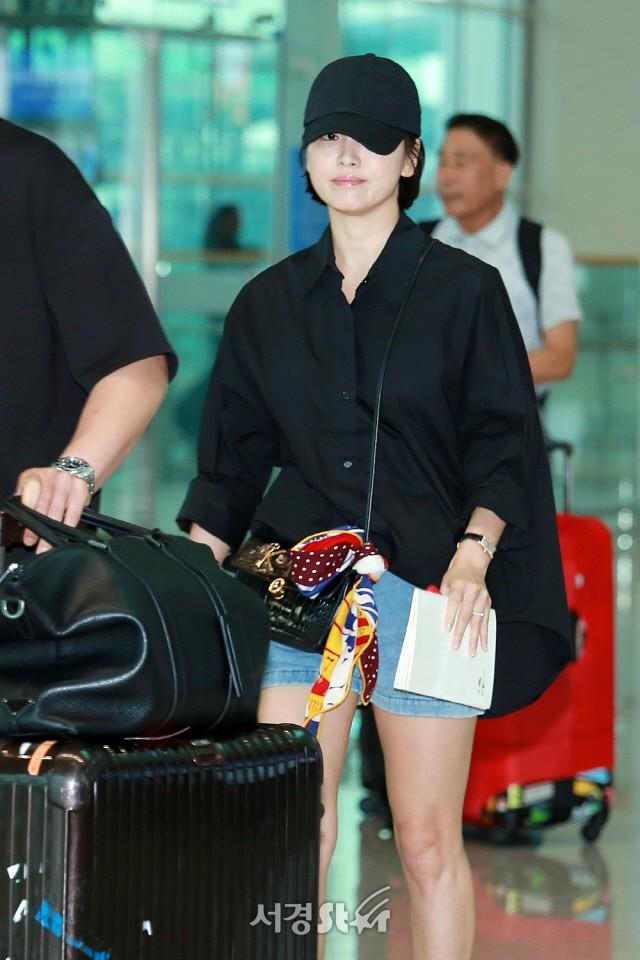 Lâu lắm mới lộ diện, Song Hye Kyo ăn mặc giản dị hết mức nhưng vẫn gây choáng ngợp với nhẫn kim cương 90 triệu - Ảnh 6.