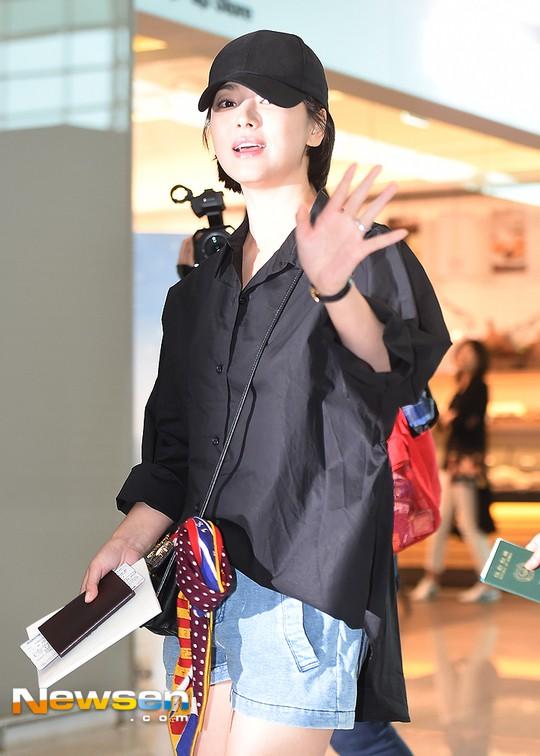 Lâu lắm mới lộ diện, Song Hye Kyo ăn mặc giản dị hết mức nhưng vẫn gây choáng ngợp với nhẫn kim cương 90 triệu - Ảnh 7.