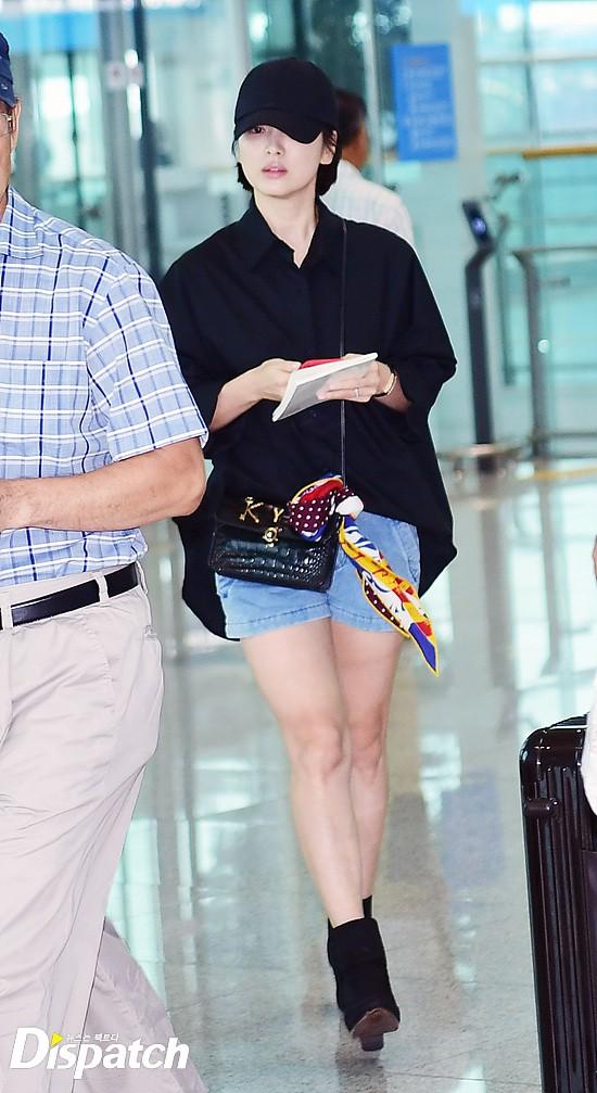 Lâu lắm mới lộ diện, Song Hye Kyo ăn mặc giản dị hết mức nhưng vẫn gây choáng ngợp với nhẫn kim cương 90 triệu - Ảnh 2.