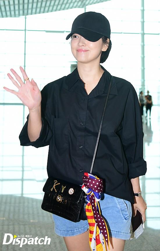 Lâu lắm mới lộ diện, Song Hye Kyo ăn mặc giản dị hết mức nhưng vẫn gây choáng ngợp với nhẫn kim cương 90 triệu - Ảnh 8.