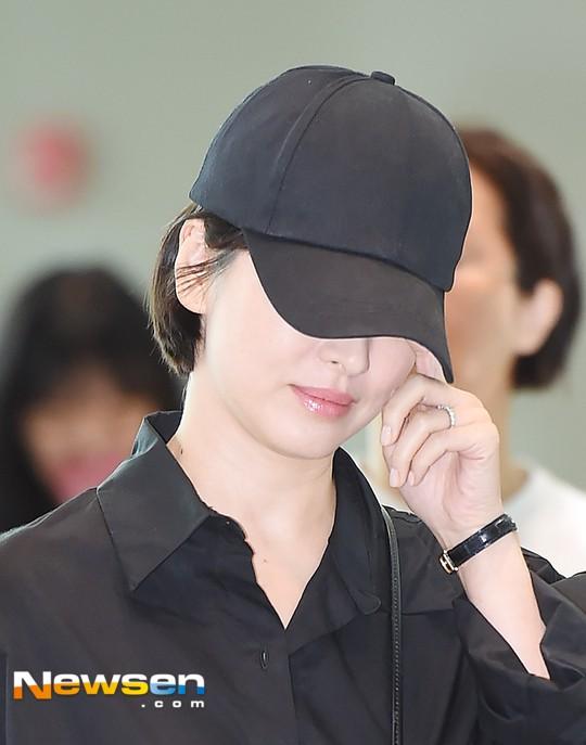Lâu lắm mới lộ diện, Song Hye Kyo ăn mặc giản dị hết mức nhưng vẫn gây choáng ngợp với nhẫn kim cương 90 triệu - Ảnh 11.