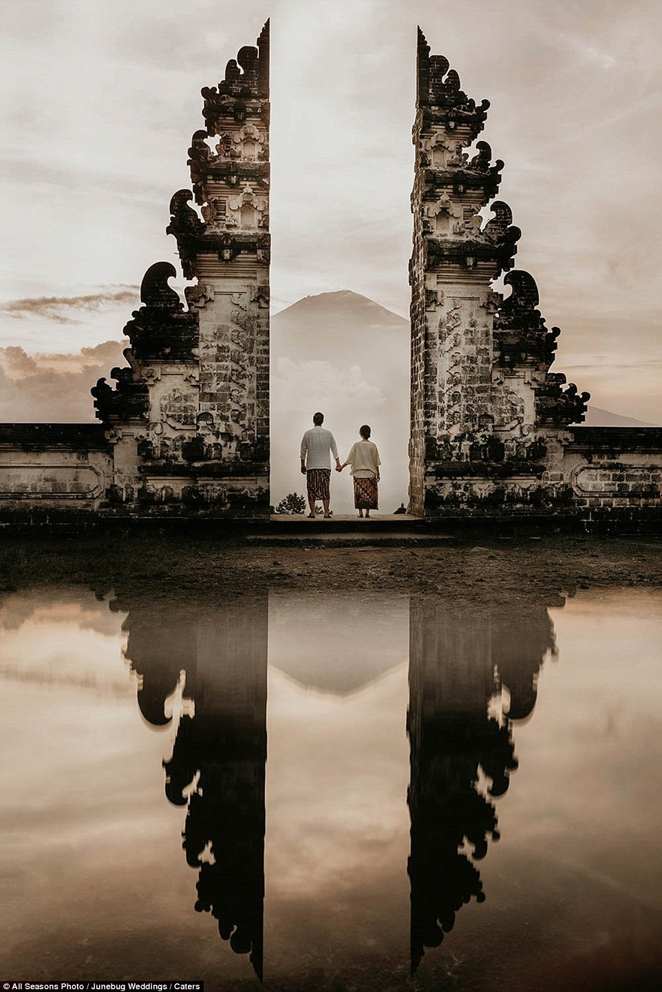 Những bức ảnh cưới ấn tượng nhất 2018, tác phẩm chụp tại Việt Nam cũng được vinh danh - Ảnh 16.
