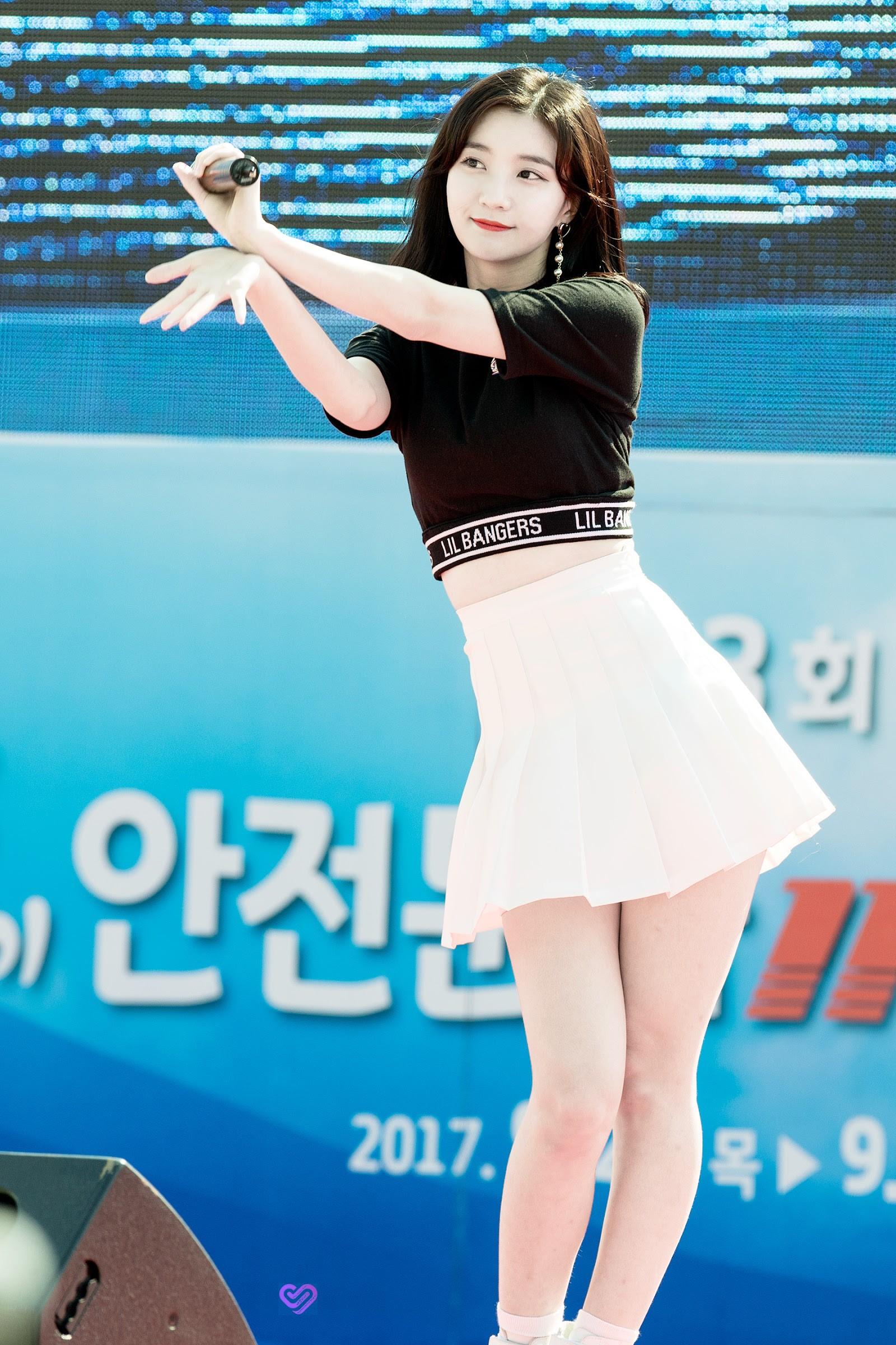Dáng vóc tương đồng mà style lại y hệt, nữ Idol này ắt kế thừa danh hiệu Nữ hoàng X-line của Yoona - Ảnh 6.