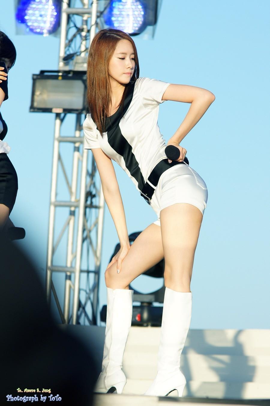 Dáng vóc tương đồng mà style lại y hệt, nữ Idol này ắt kế thừa danh hiệu Nữ hoàng X-line của Yoona - Ảnh 7.