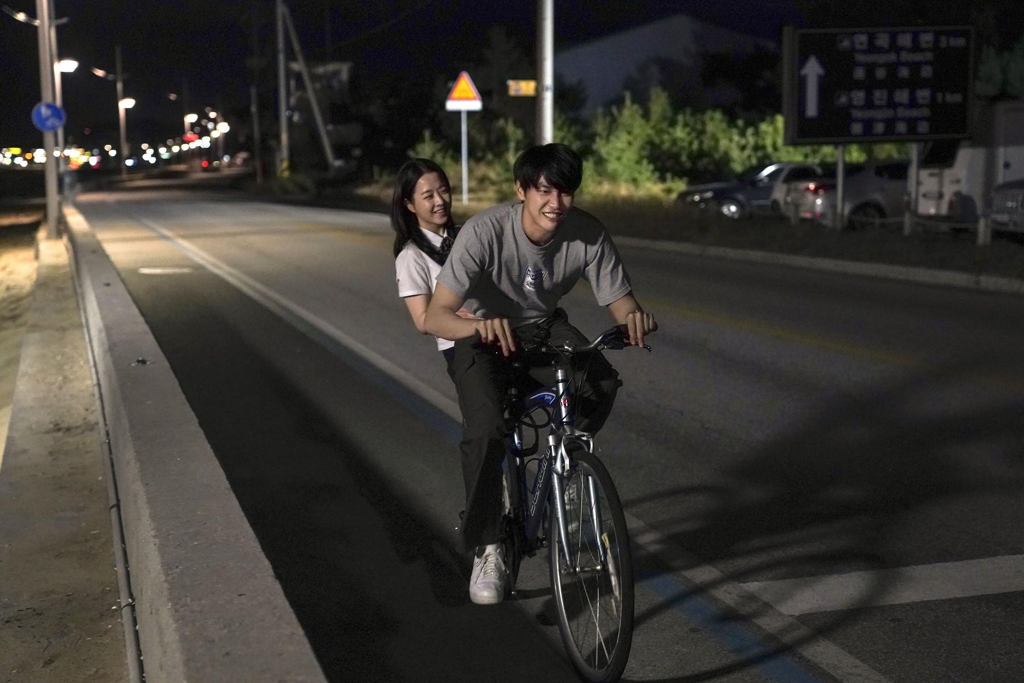 Sau Be with You, khán giả Việt lại sôi sục vì phim tình cảm mới của Park Bo Young - Ảnh 4.