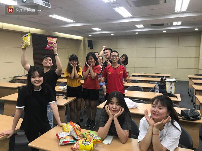 Trực tiếp từ Hàn Quốc: Hàng nghìn du học sinh và người hâm mộ hô vang Việt Nam vô địch trên đất Hàn, mong chờ phép màu xảy ra - Ảnh 17.