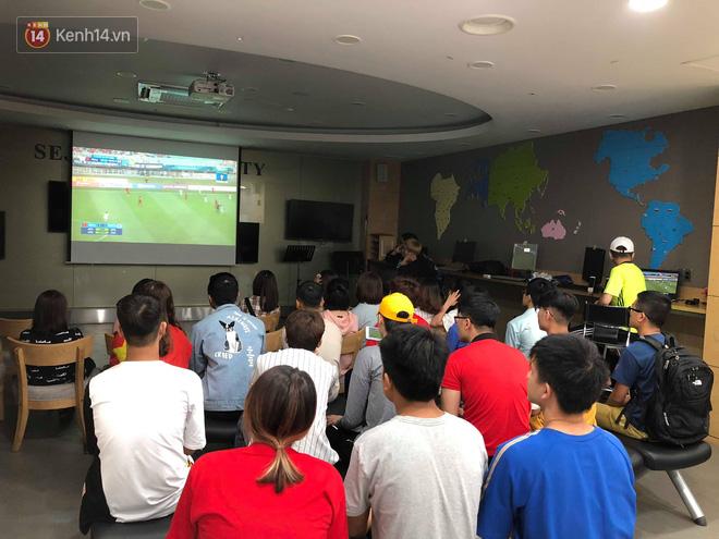 Trực tiếp từ Hàn Quốc: Hàng nghìn du học sinh và người hâm mộ hô vang Việt Nam vô địch trên đất Hàn, mong chờ phép màu xảy ra - Ảnh 10.