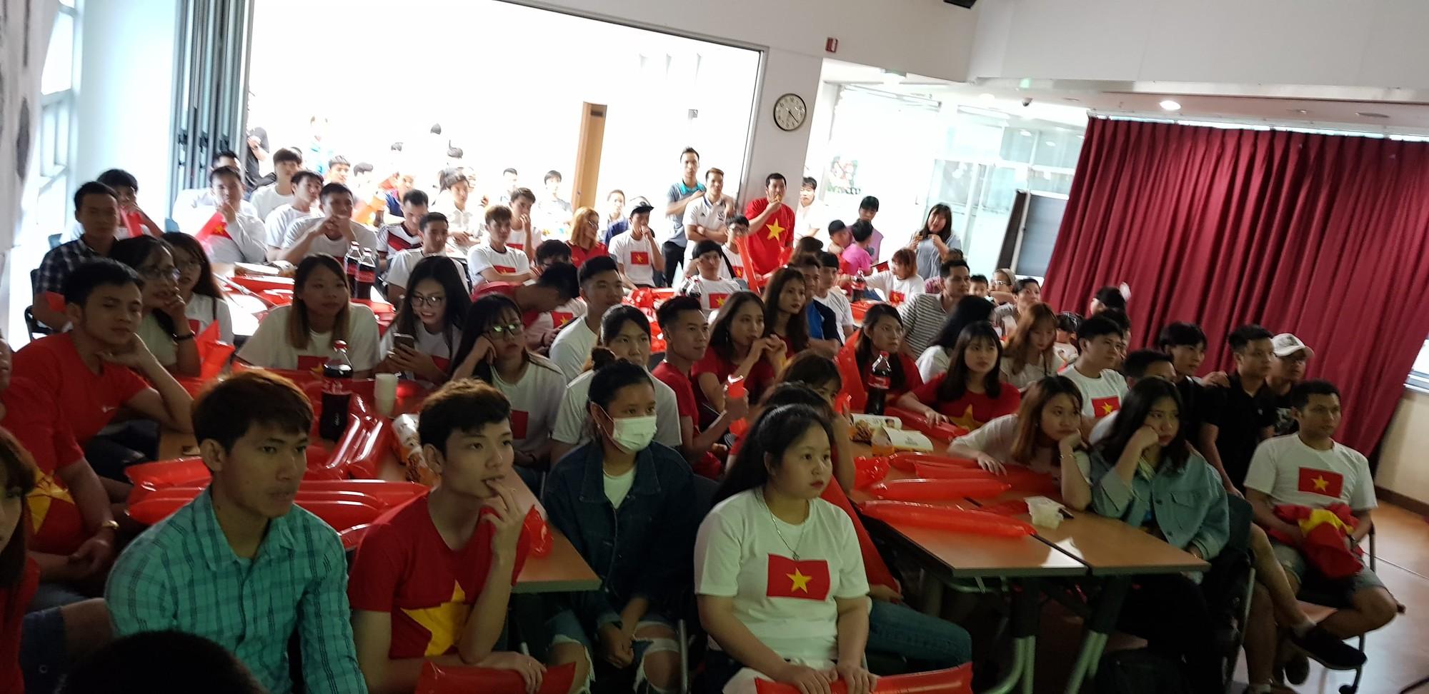 Người hâm mộ Việt Nam tại Hàn: Chúng ta thua nhưng đầy vẻ vang vì Hàn Quốc là một đội rất mạnh - Ảnh 1.