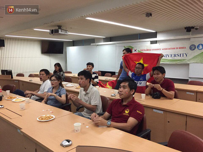 Trực tiếp từ Hàn Quốc: Hàng nghìn du học sinh và người hâm mộ hô vang Việt Nam vô địch trên đất Hàn, mong chờ phép màu xảy ra - Ảnh 15.