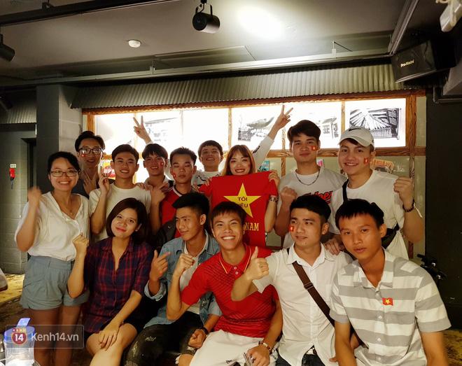 Trực tiếp từ Hàn Quốc: Hàng nghìn du học sinh và người hâm mộ hô vang Việt Nam vô địch trên đất Hàn, mong chờ phép màu xảy ra - Ảnh 4.