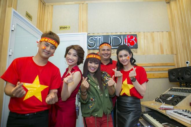Playlist: Những ca khúc nên nghe lúc này để chúc mừng cho chiến thắng của đội tuyển Việt Nam - Ảnh 12.