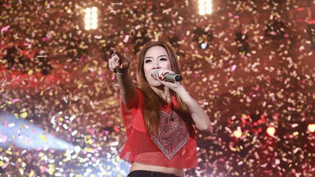 Playlist: Những ca khúc nên nghe lúc này để chúc mừng cho chiến thắng của đội tuyển Việt Nam - Ảnh 2.