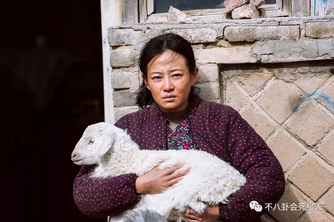 """Trong """"Cú nổ lặng im"""" lại là một người phụ nữ nghèo, lam lũ"""
