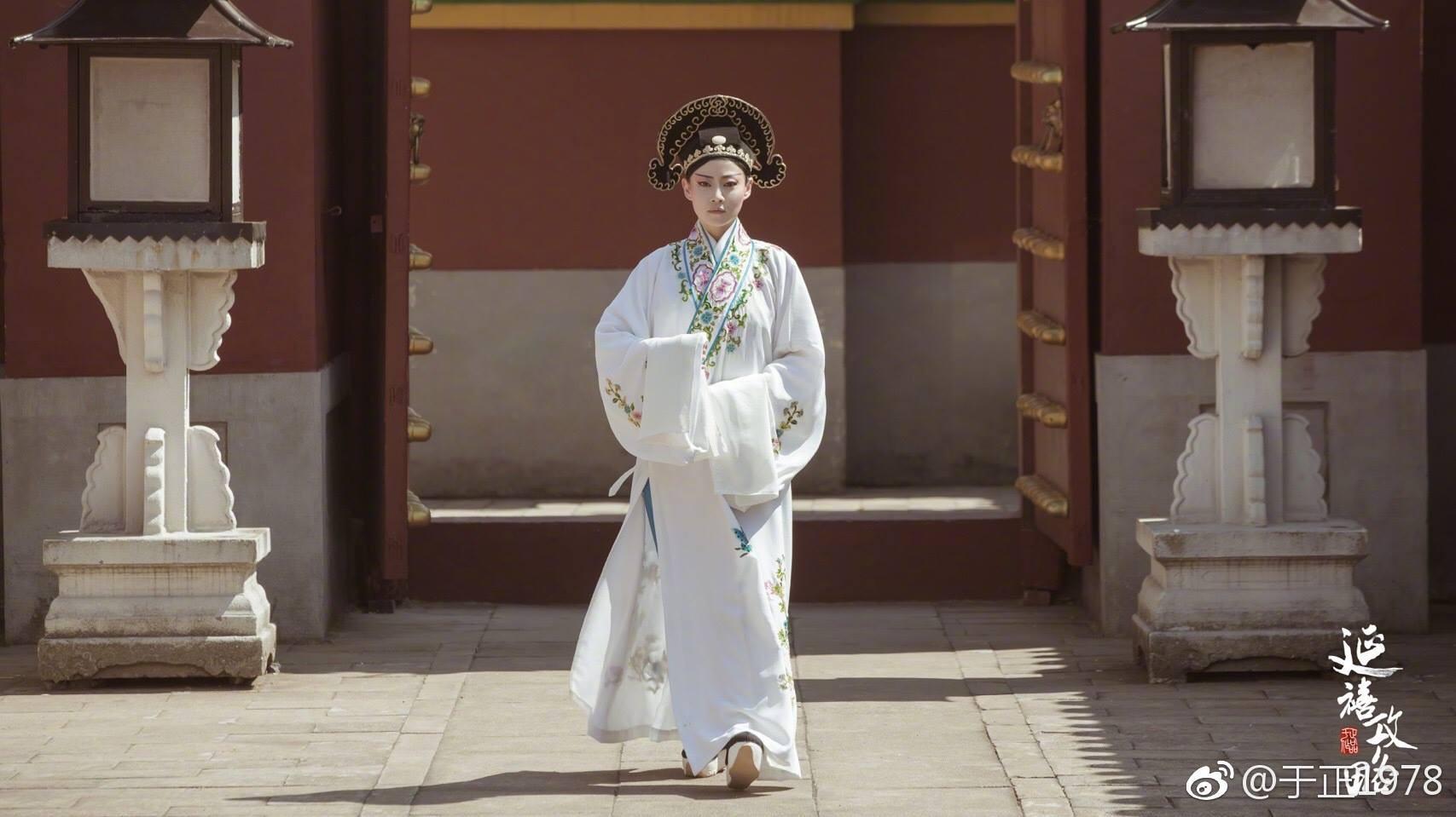 Bởi một khi người con gái đã bước vào Tử Cấm thành thì chỉ có thể nghĩ đến hoàng đế mà thôi