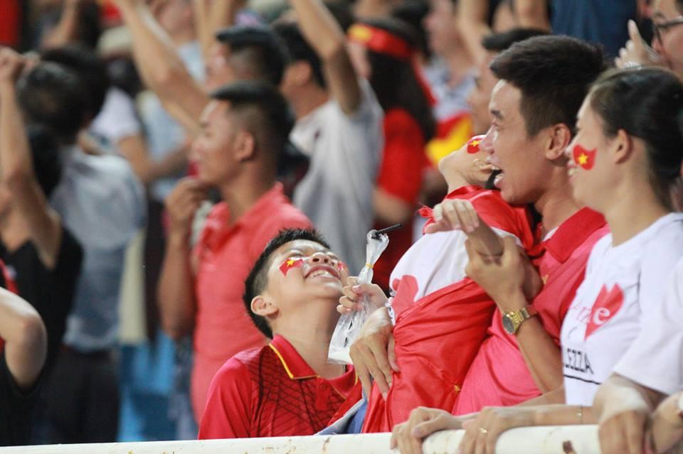 Cậu bé cười tít mắt sau khoảnh khắc Công Phượng lập siêu phẩm vào lưới U23 Palestine - Ảnh 5.