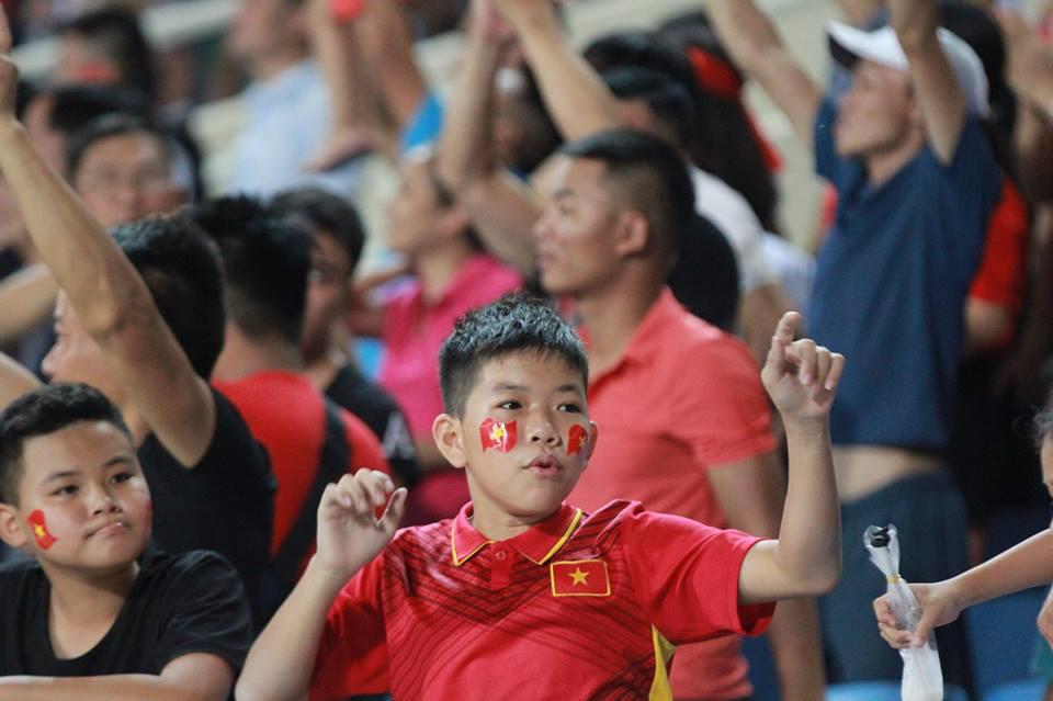 Cậu bé cười tít mắt sau khoảnh khắc Công Phượng lập siêu phẩm vào lưới U23 Palestine - Ảnh 4.