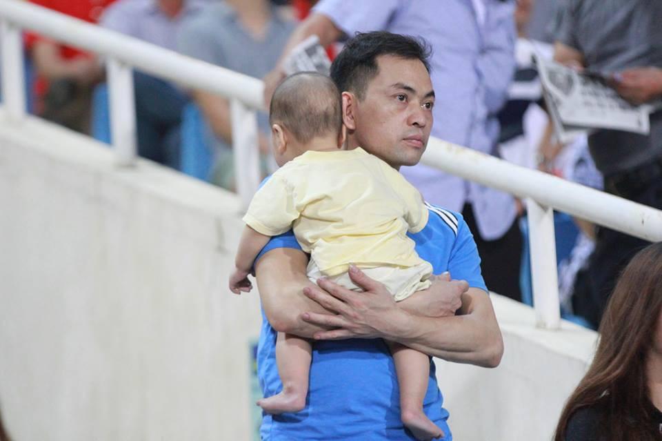 Cậu bé cười tít mắt sau khoảnh khắc Công Phượng lập siêu phẩm vào lưới U23 Palestine - Ảnh 3.
