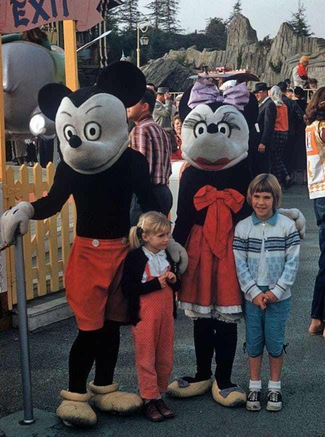 Những hình ảnh chứng minh ngày xưa Disneyland là chỗ để hù dọa trẻ con khóc thét chứ chẳng phải chốn thần tiên hạnh phúc gì - Ảnh 5.