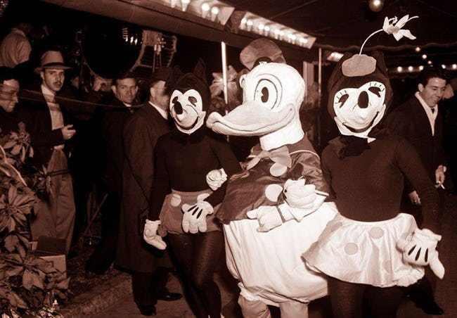 Những hình ảnh chứng minh ngày xưa Disneyland là chỗ để hù dọa trẻ con khóc thét chứ chẳng phải chốn thần tiên hạnh phúc gì - Ảnh 9.