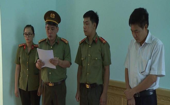 Ông Trần Xuân Yến copy dữ liệu gốc bài thi mang về nhà, chấm thử trước khi sửa bài gốc - Ảnh 1.