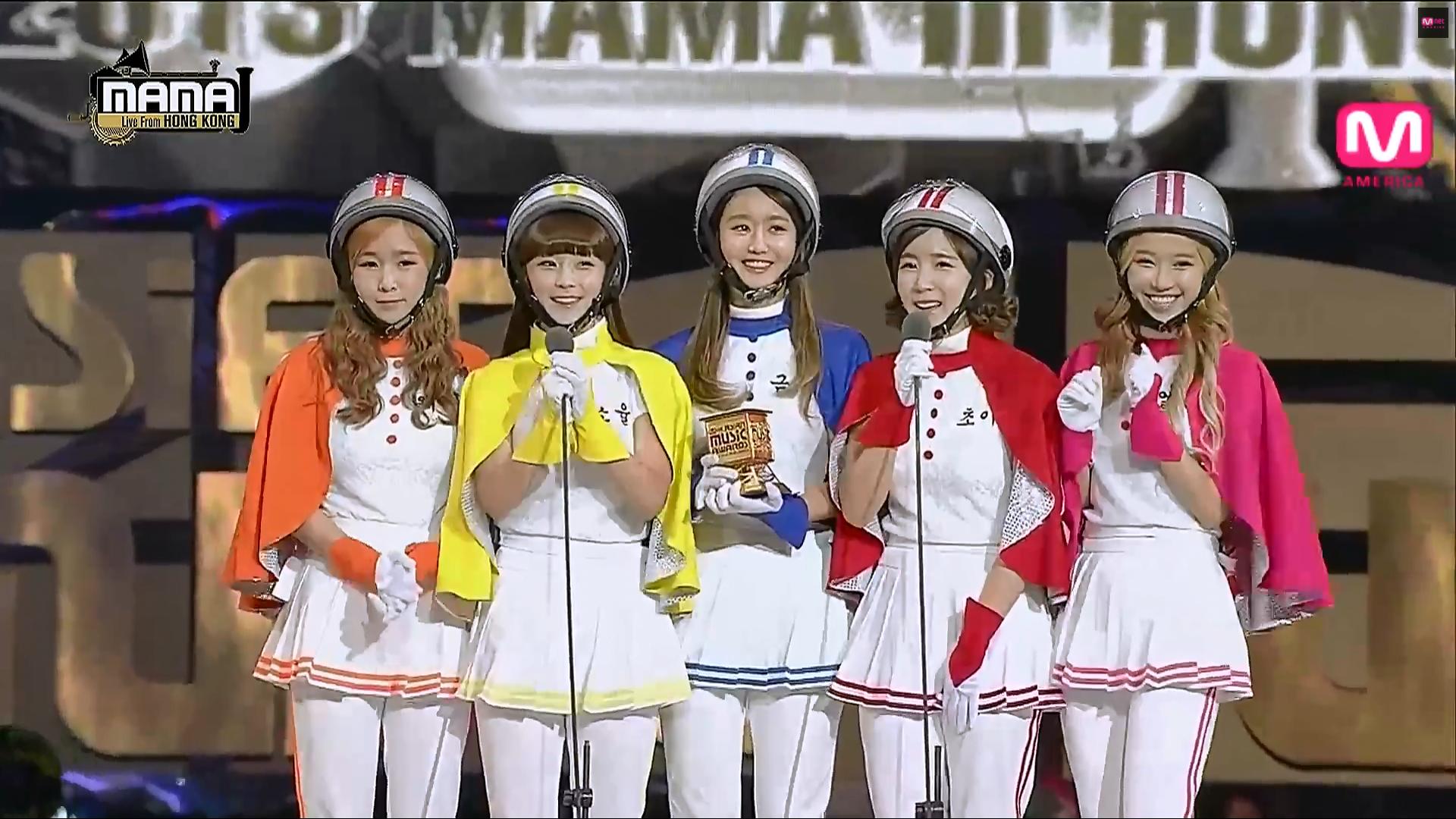Những trang phục biểu diễn của sao Hàn khiến fan hoang mang: Họ lấy đâu ra dũng khí để mặc như vậy? - Ảnh 3.