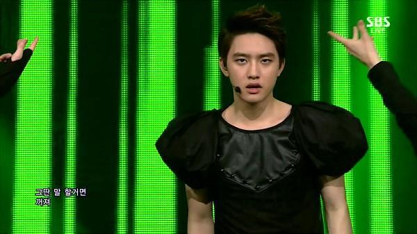 Những trang phục biểu diễn của sao Hàn khiến fan hoang mang: Họ lấy đâu ra dũng khí để mặc như vậy? - Ảnh 6.