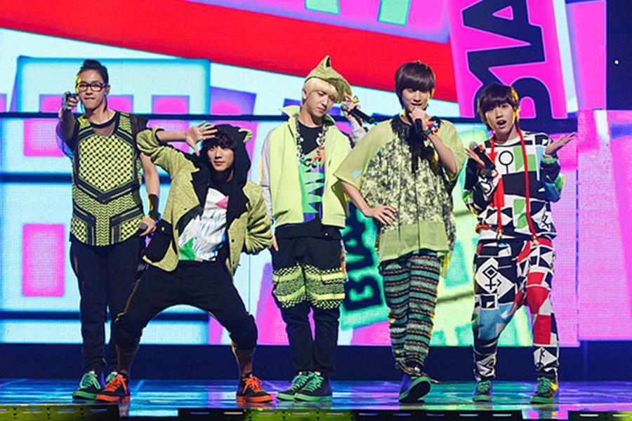 Những trang phục biểu diễn của sao Hàn khiến fan hoang mang: Họ lấy đâu ra dũng khí để mặc như vậy? - Ảnh 9.