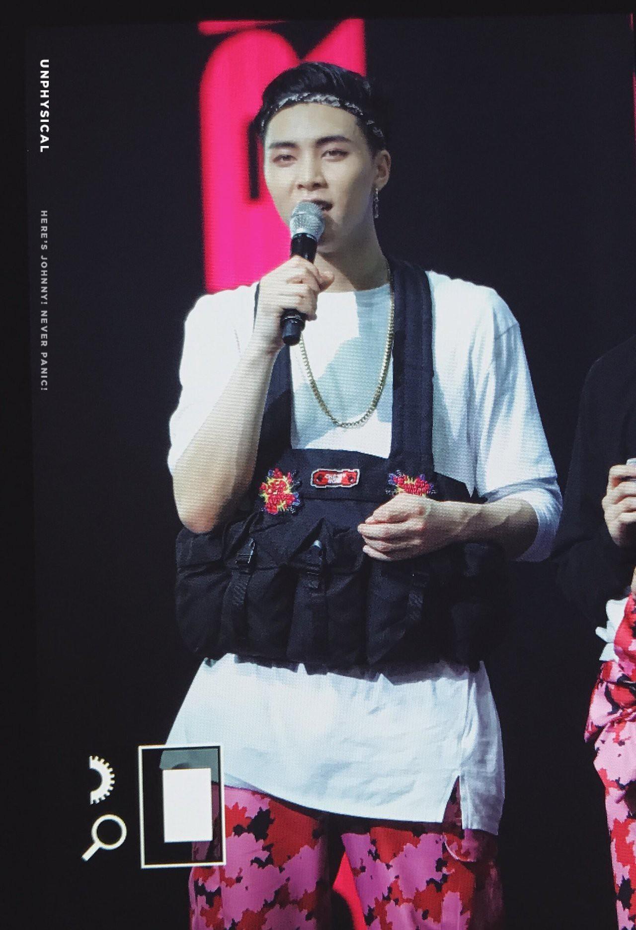 Những trang phục biểu diễn của sao Hàn khiến fan hoang mang: Họ lấy đâu ra dũng khí để mặc như vậy? - Ảnh 12.