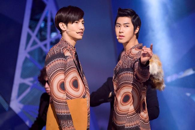 Những trang phục biểu diễn của sao Hàn khiến fan hoang mang: Họ lấy đâu ra dũng khí để mặc như vậy? - Ảnh 13.