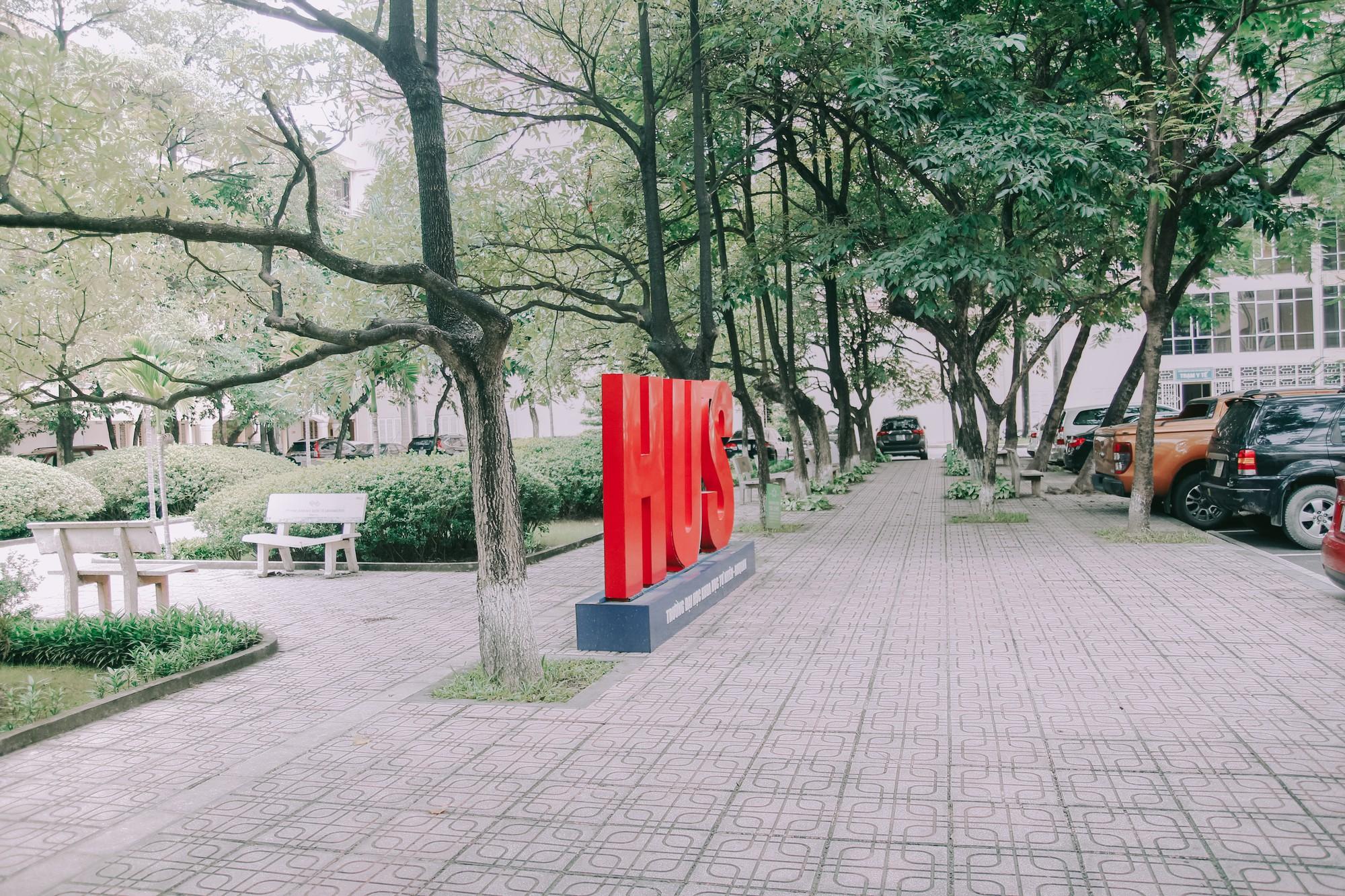 Ở Hà Nội có 1 ngôi trường mà đến cái thùng rác cũng là 1 góc sống ảo so deep - Ảnh 2.