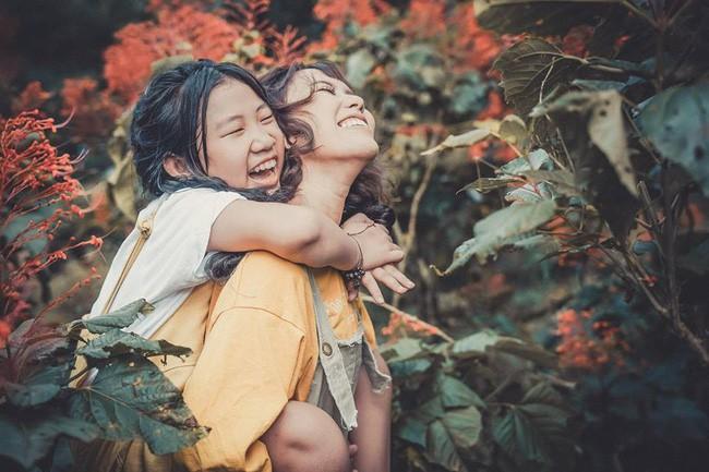 Đằng sau bộ ảnh chị em gái cách nhau 14 tuổi: Cùng mẹ nhưng khác cha, không ít lần bị hiểu lầm là mẹ con - Ảnh 7.