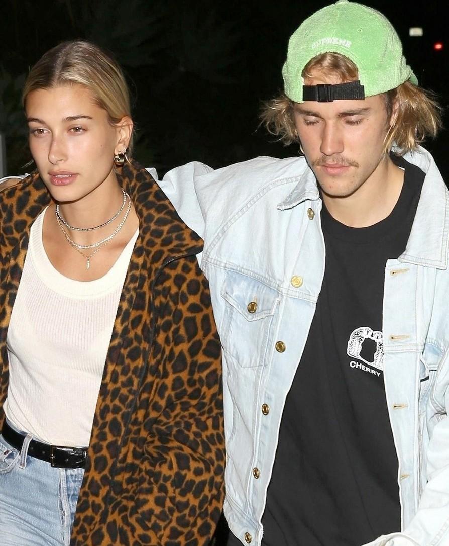 Cùng tay trong tay xuống phố tuần qua, cặp đôi của Justin Bieber hay Taylor Swift sở hữu street style trội hơn? - Ảnh 2.