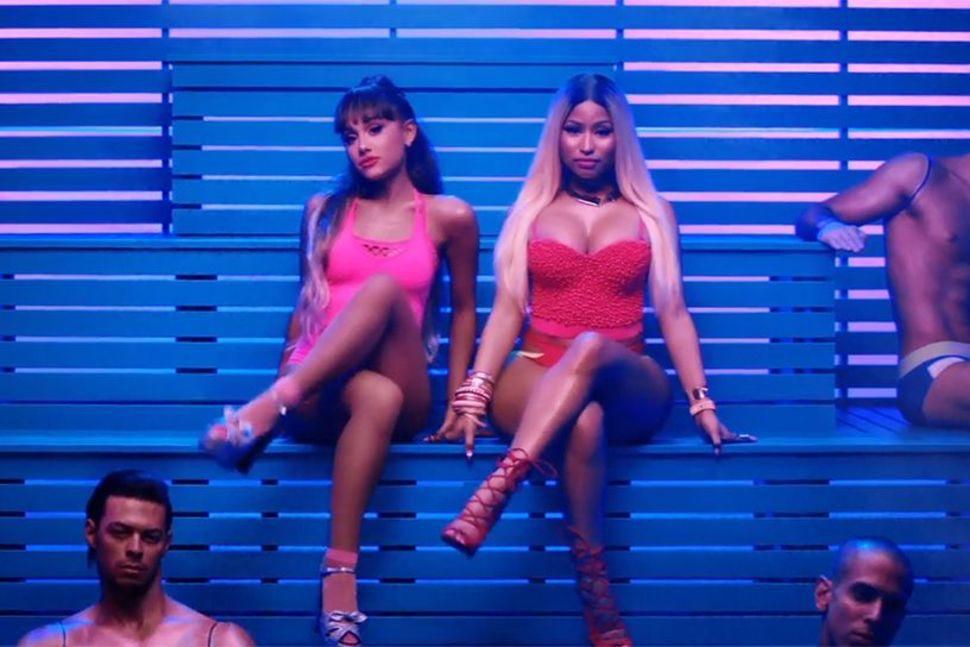 Sau 2 năm, nhìn lại ca khúc hợp tác khủng nhất mọi thời đại mang lại cho Ariana Grande và Nicki Minaj những thành tích gì? - Ảnh 2.