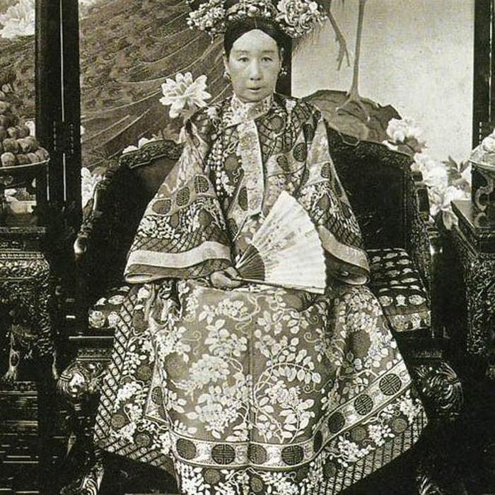 Số phận các hoàng thân quốc thích sau khi triều đại phong kiến cuối cùng của Trung Quốc sụp đổ - Ảnh 2.