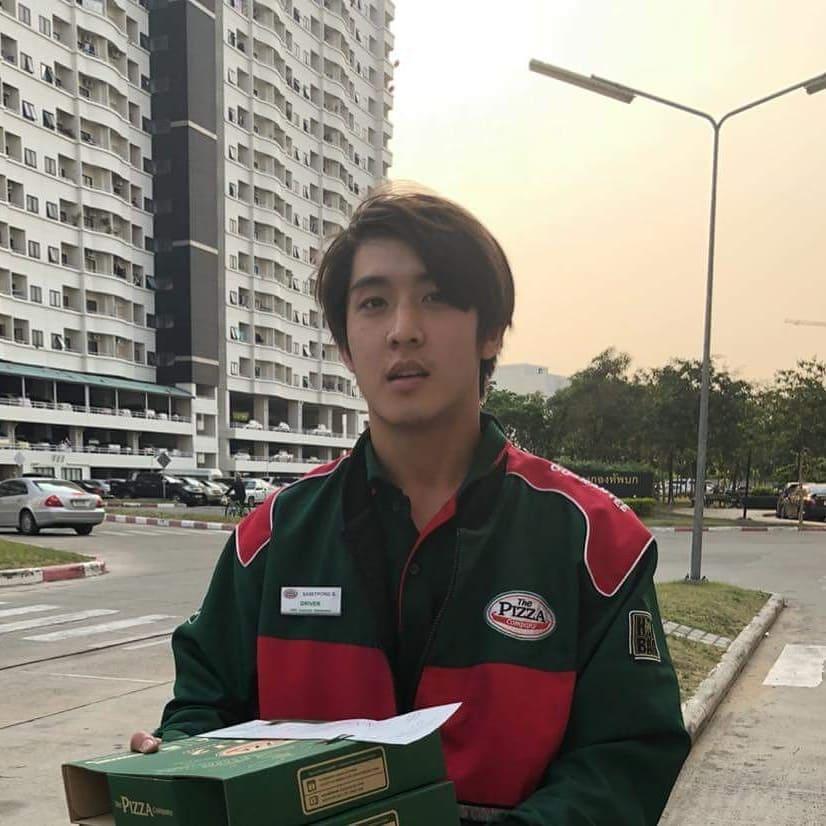 Quá điển trai, anh chàng giao pizza được cư dân mạng Thái Lan săn lùng ráo riết chỉ sau một đoạn clip - Ảnh 2.