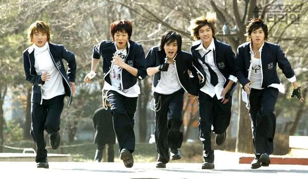 Những idolgroup giành cúp liền tay chỉ với ca khúc debut: Có nhóm No.1 tận 15 lần - Ảnh 1.
