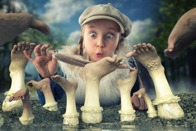 """Ông bố """"bựa nhất năm"""", chụp hình những đứa con và đưa chúng vào thế giới viễn tưởng bằng Photoshop - Ảnh 18."""