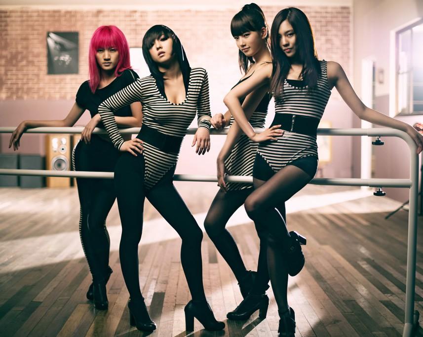 Những idolgroup giành cúp liền tay chỉ với ca khúc debut: Có nhóm No.1 tận 15 lần - Ảnh 3.