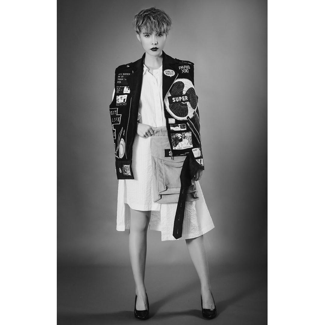 Style đúng chuẩn tomboy nhưng vài lần Vũ Cát Tường lại khiến dân tình xôn xao khi diện váy điệu đà, duyên dáng - Ảnh 8.