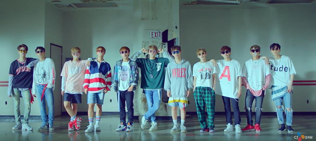 Những idolgroup giành cúp liền tay chỉ với ca khúc debut: Có nhóm No.1 tận 15 lần - Ảnh 8.