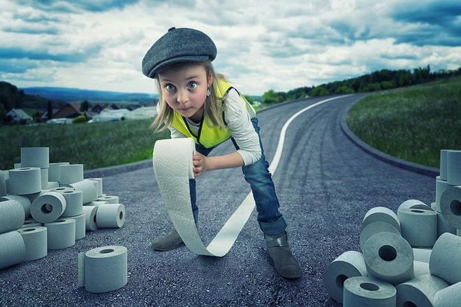 """Ông bố """"bựa nhất năm"""", chụp hình những đứa con và đưa chúng vào thế giới viễn tưởng bằng Photoshop - Ảnh 9."""