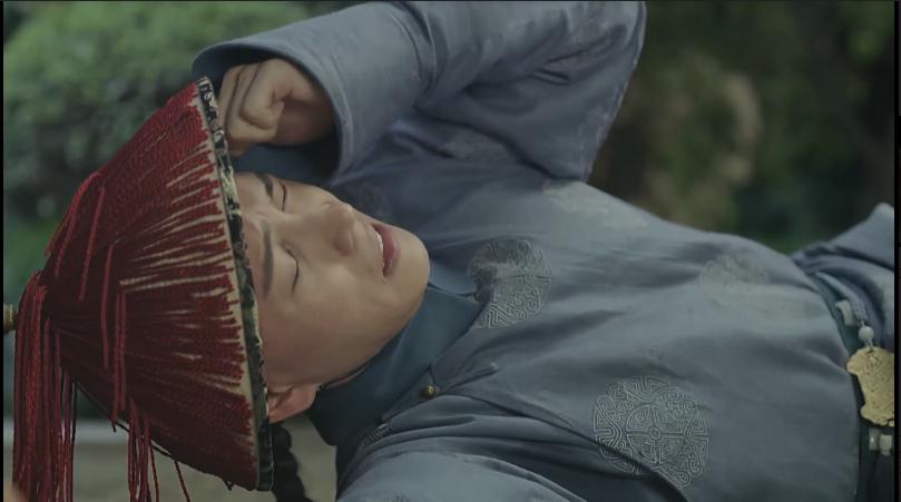 Nhưng Anh Lạc đã dùng thuốc ngủ mà Diệp Thiên sĩ đưa để làm Hoằng Trú mất tỉnh táo, sau đó muốn dùng chân nến sát hại