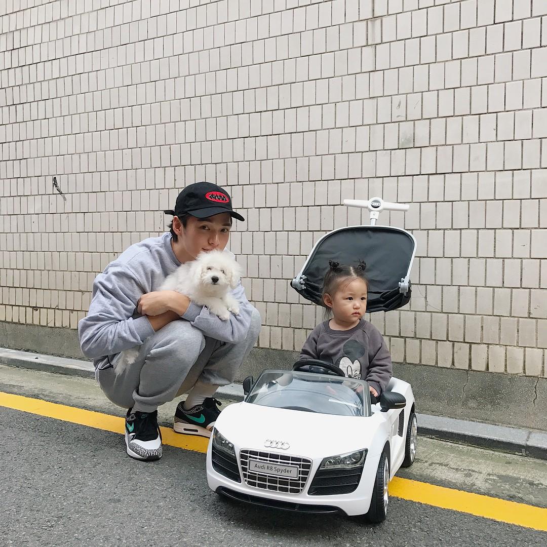 Nam thần Hàn Quốc từng đóng MV của Min: Ông bố cực cưng chiều và dịu dàng khi ở cạnh cô con gái nhỏ - Ảnh 14.