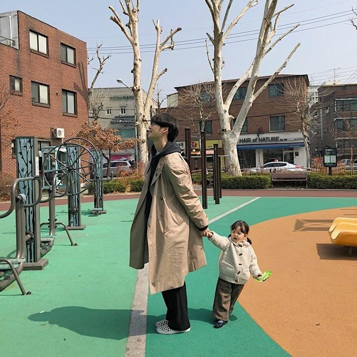 Nam thần Hàn Quốc từng đóng MV của Min: Ông bố cực cưng chiều và dịu dàng khi ở cạnh cô con gái nhỏ - Ảnh 12.