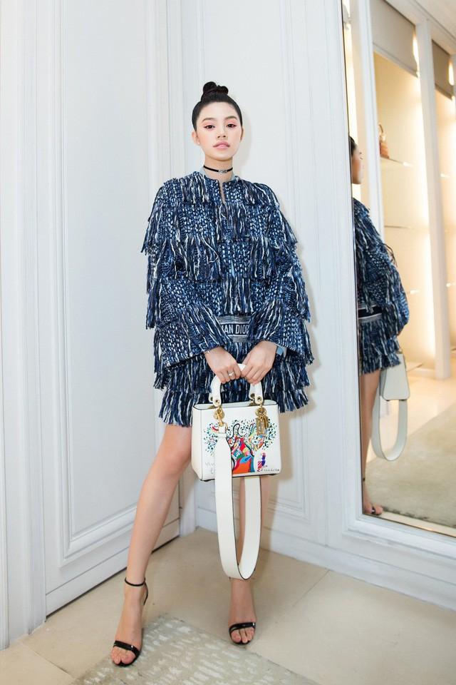 Không chỉ ở Việt Nam, cuộc sống của Hoa hậu con nhà giàu Jolie Nguyễn vừa xuất hiện trên báo Indonesia - Ảnh 4.