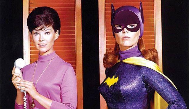 Hình ảnh đối lập của Yvonne Craig khi thủ vai Batgirl