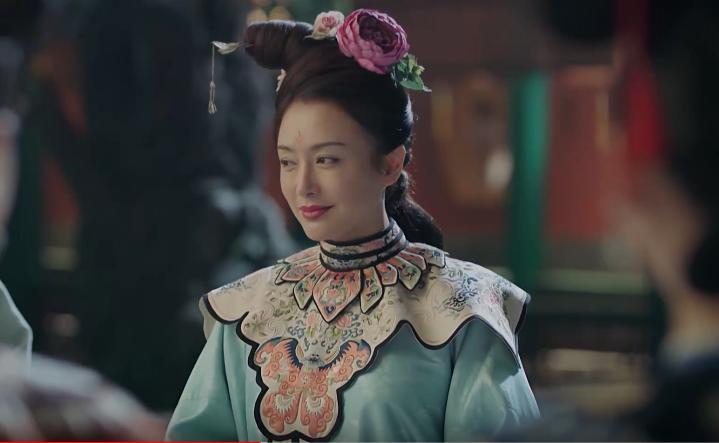 Hoa văn thêu trên trang phục Lạc Thần của hoàng hậu từng bị đặt vấn đề