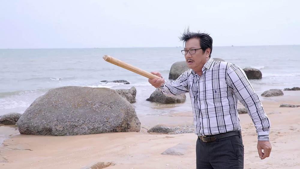 Ông Vương cầm gậy định đánh con rể