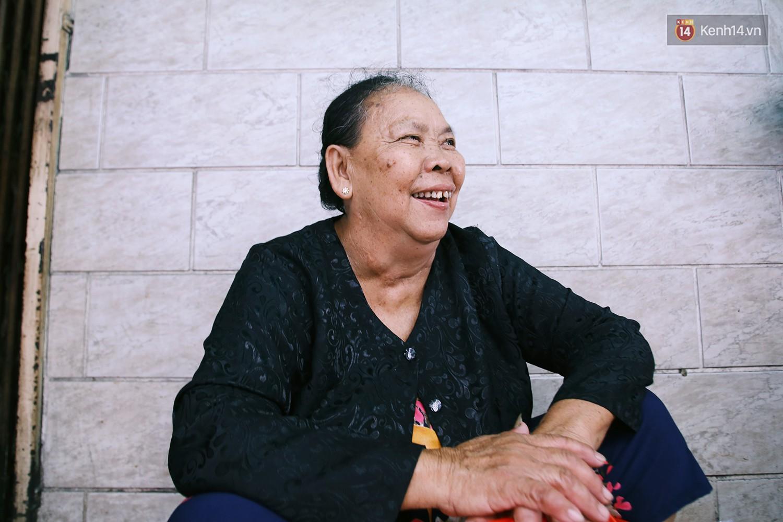 Cận cảnh người Sài Gòn chờ hàng giờ đồng hồ, tranh mua mâm cua dì Ba chỉ bán 10 phút là hết sạch - Ảnh 12.