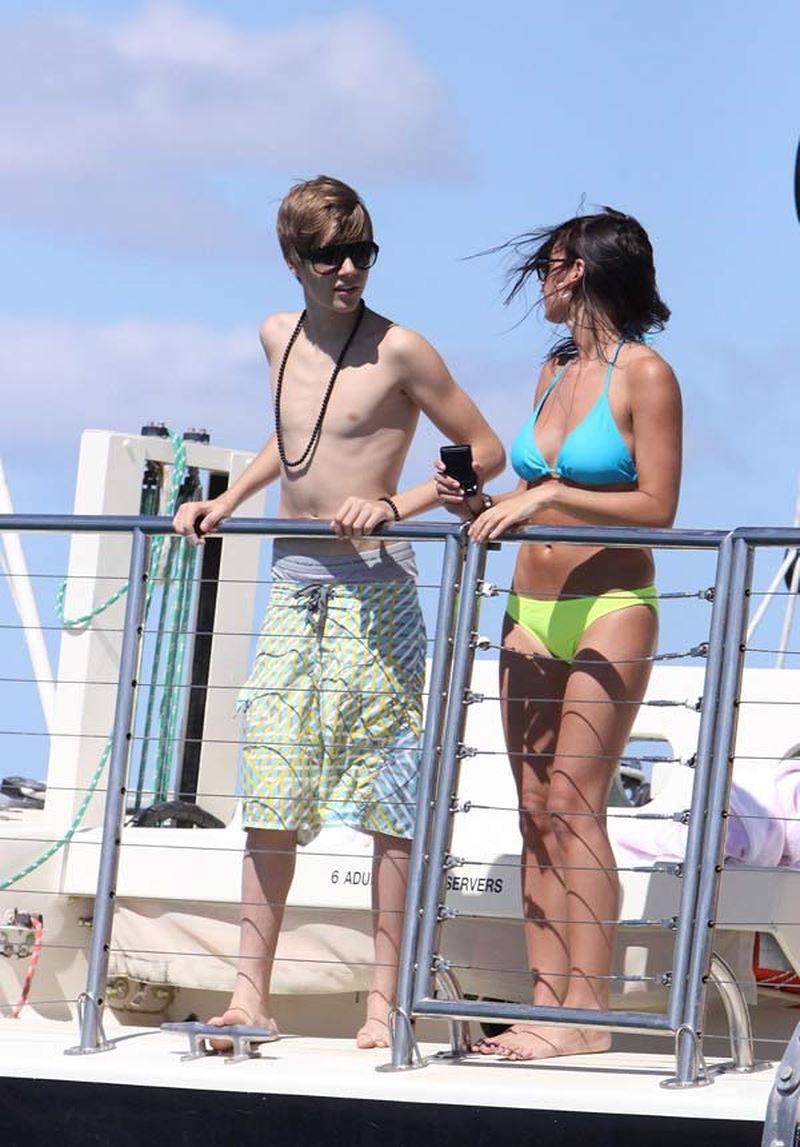 Từ Selena đến Hailey: Từng nàng đến và đi, chỉ có quần tụt là mãi mãi trường tồn cùng Justin Bieber - Ảnh 3.